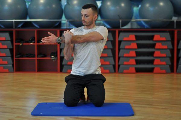 Trener personalny Tomasz Maliński - rozciąganie po treningu