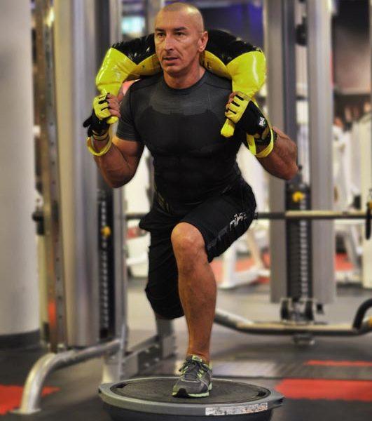Trener personalny Gravitan Krzystof Data - Trening funkcjonalny, przysiady na jednej nodze